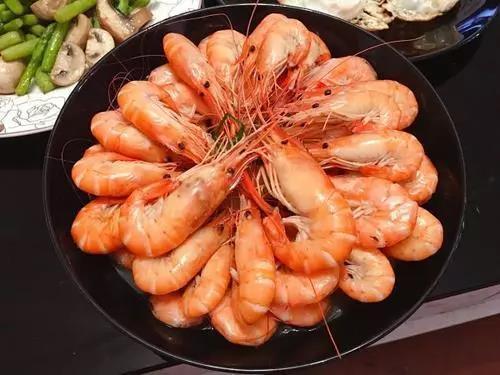 白水煮虾,冷水下锅还是开水下锅?弄错一步,难怪大虾又腥又难吃